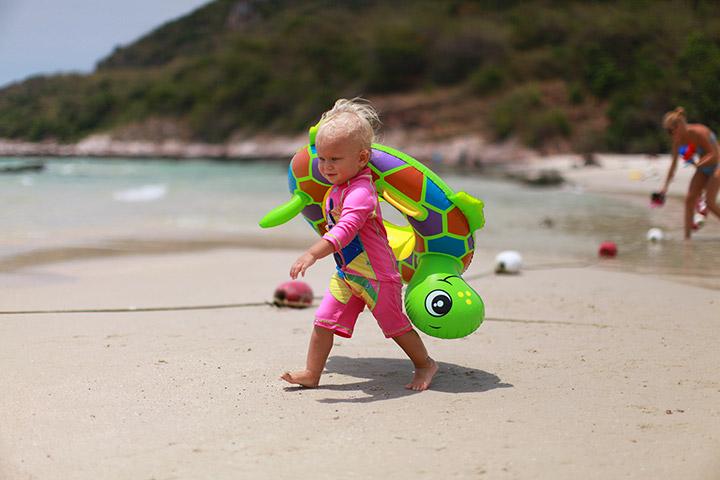 Ребенок с рождения на море