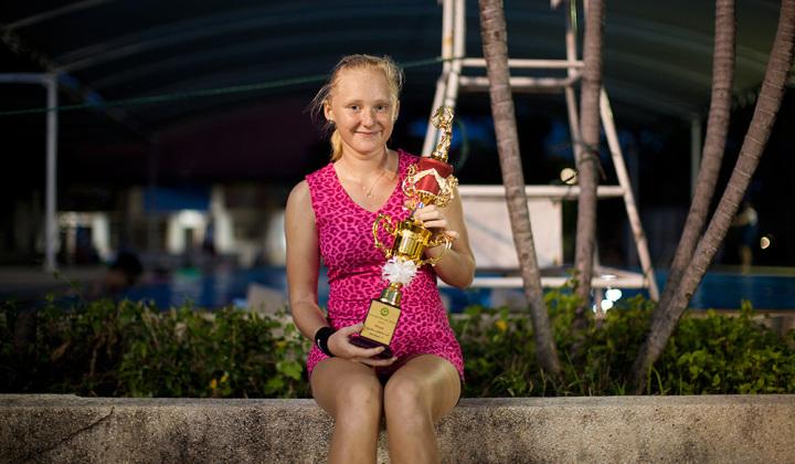 Маруся - с кубком за 1 место по 14 годам на турнире Красае в Бангкоке