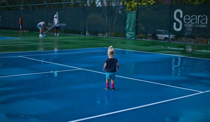 Мои теннисисты шлепают по лужам