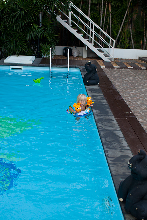бассейн удобный и даже с джакузи