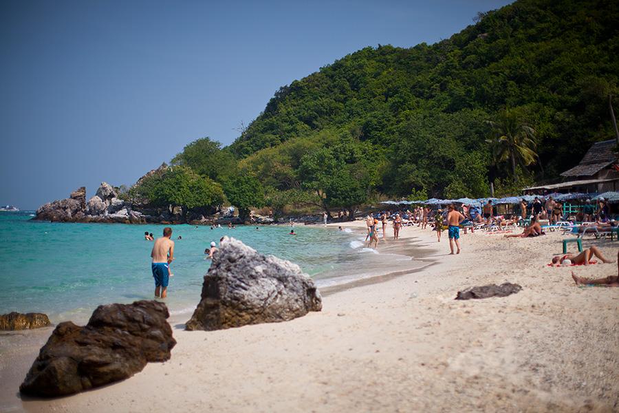 Один из пляжей Ко Лана. Таваен. Водичка вполне прозрачная