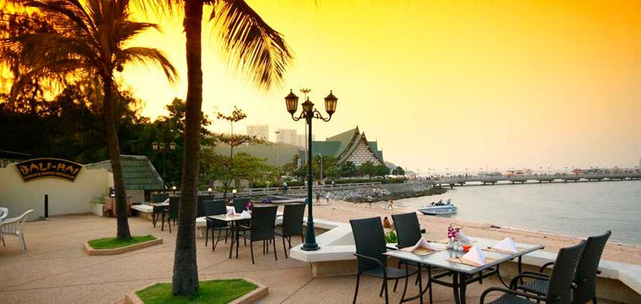 ресторан у Сиам Байшора прям на берегу моря