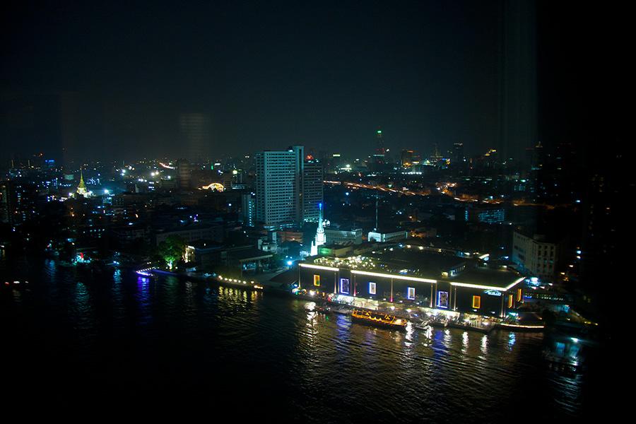 Вид из отеля Миллениум Хилтон ночью
