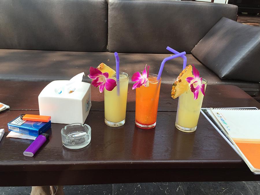 тропические коктейли в отеле Лима Кокко