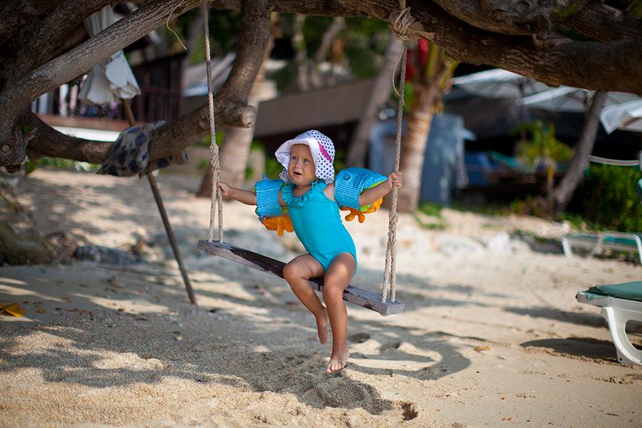 качели на пляже Самет фото