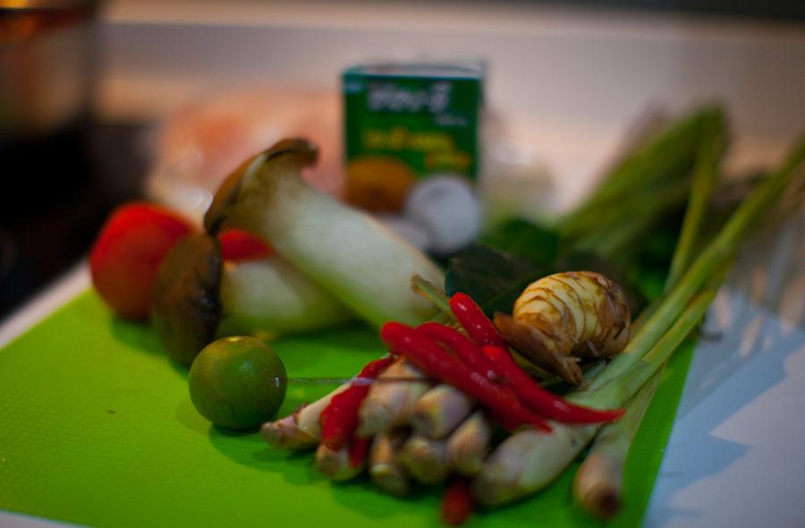 кроме грибов пасты и молока - это набор для том яма в любом тайском магазине - отдел овощи