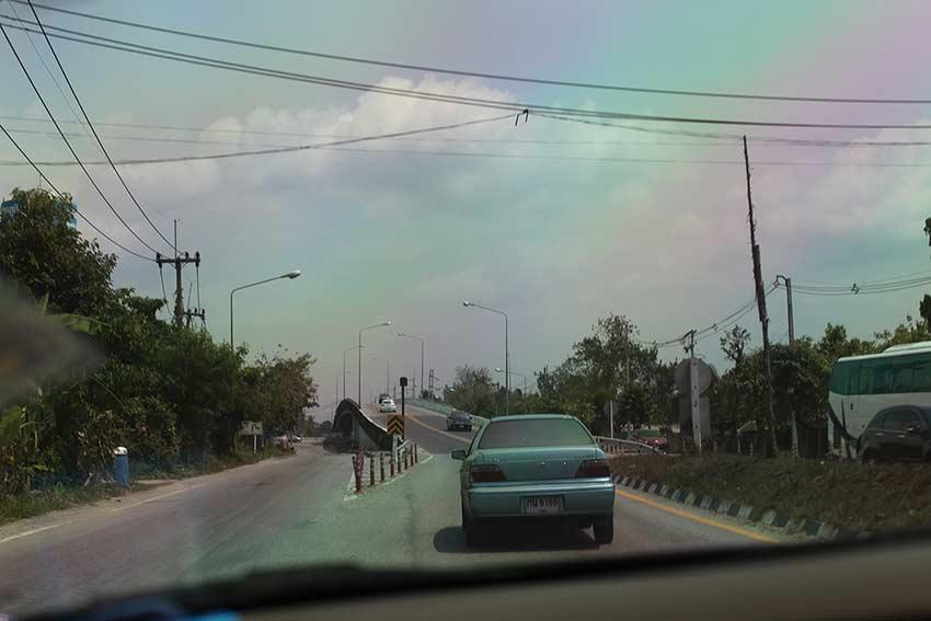 едете по мосту, потом 7 км по указателям в зоопарк кхао кхео