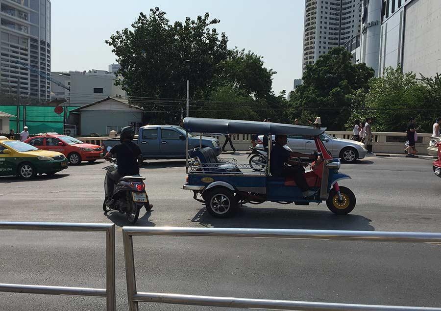 вот типичный пример тук тука в Бангкоке