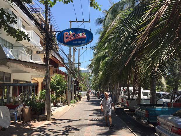 неплохой отель на пляже Донгтан