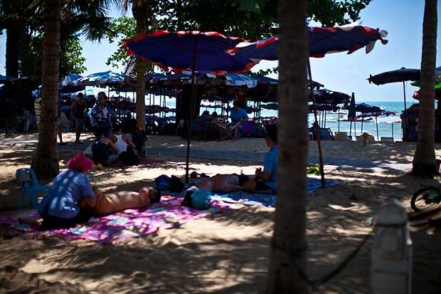 массаж на пляже Паттайи фото
