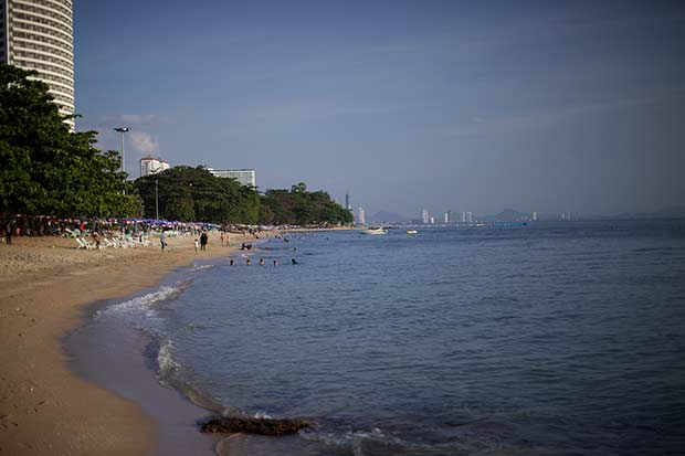 самое начало пляжа Донгтан, со стороны Пратамнака
