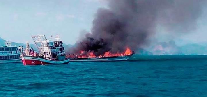 В Таиланде затонул паром фото