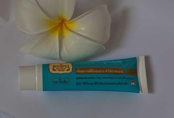 натуральня травяная тайская зубная паста в тюбике