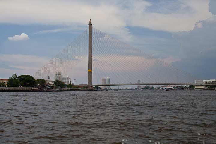 очень красивый мост в Бангкоке фото