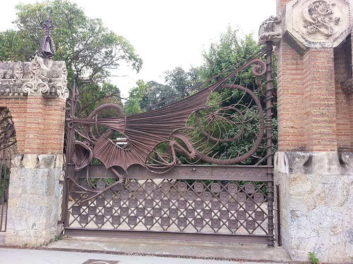 Ворота с драконом. Павильоны усадьбы Гуэля (фото)