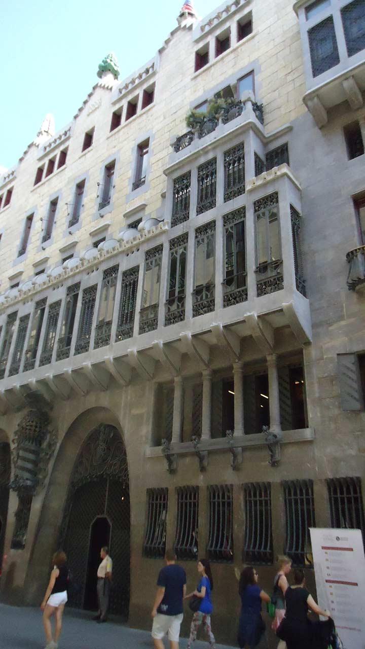 Дворец Гуэля в Барселоне (фото)