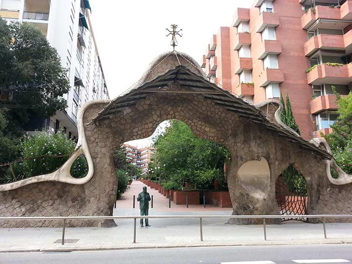 Ворота усадьбы Миральеса в Барселоне (фото)