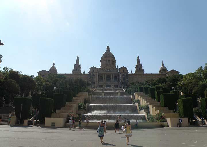 Национальный дворец у подножия горы Монтжуик (Palacio National en la montaña de Montjuic)