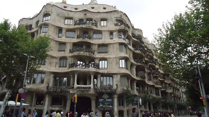 Дом Милá в Барселоне (фото) Гауди