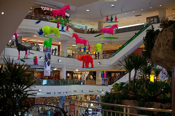 вот такой веселый торговый центр с аквапарком на крыше