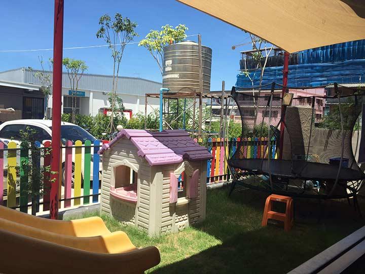 детская площадка на улице