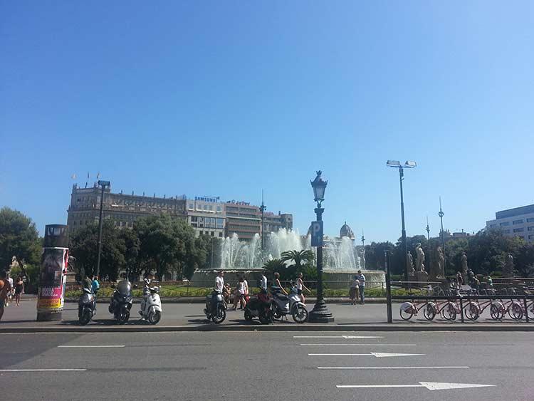 Площадь Каталонии (La Placa de Catalunya) (фото)