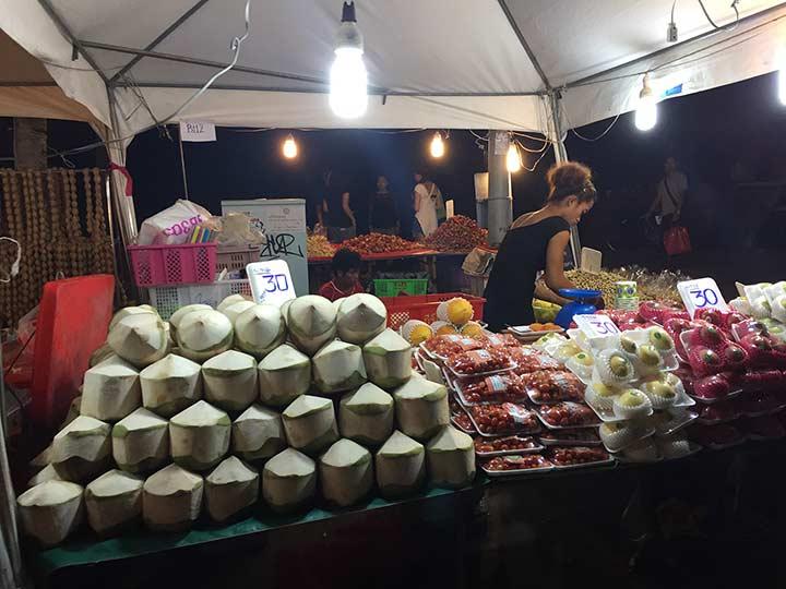 даже цены на фрукты и овощи на вещевом рынке дешевле чем в магазине