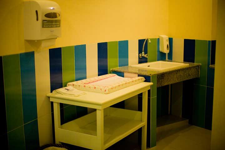 пеленальный столик для малышей
