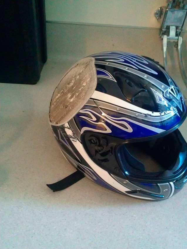 шлем после аварии на байке