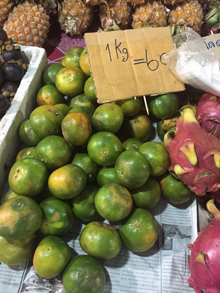 танжерины на рынке в Паттайе фото