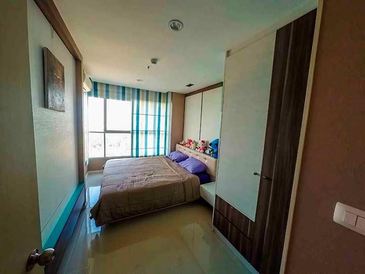 еще один вариант спальни в кондо Люмпини в Паттайе