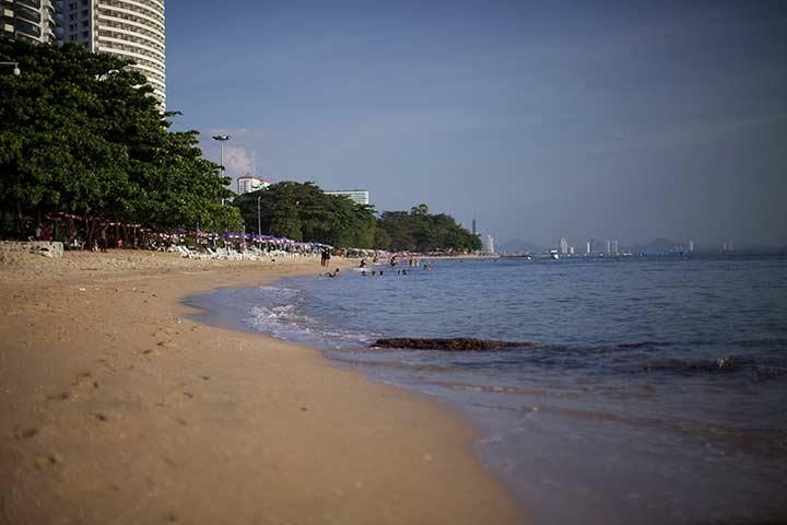 конец пляжа Донгтан если идти от Джомтьена к Пратамнаку