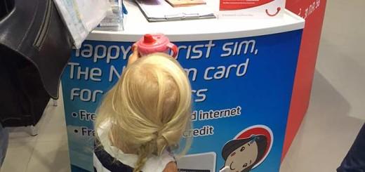 Даша помогает зарегистрировать сим карту