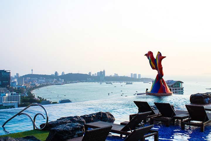 Сиам Сиам Паттайя - бассейн и вид на город