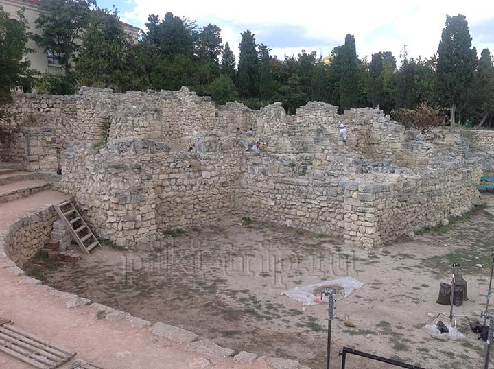 Достопримечательность Севастополя - Херсонес Таврический. Часть древнего храма (фото)
