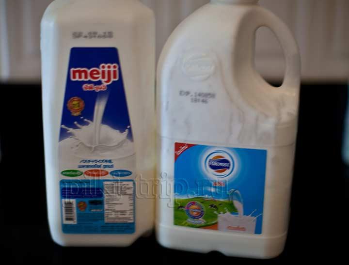 Рецепт йогуртаслева молоко, а справа уже готовый йогурт из молока с закваской