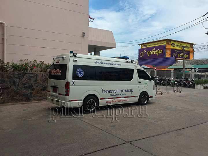 на скорых постоянно кого-то подвозят в бангламунг госпиталь