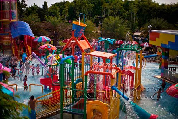 аквапарк в Дрим-ворлд, дети в восторге)