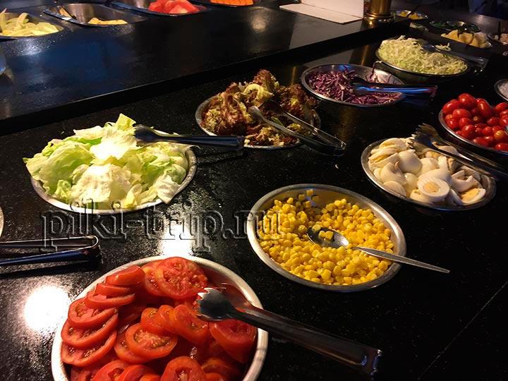 салаты и готовые блюда в муката на севере паттайи