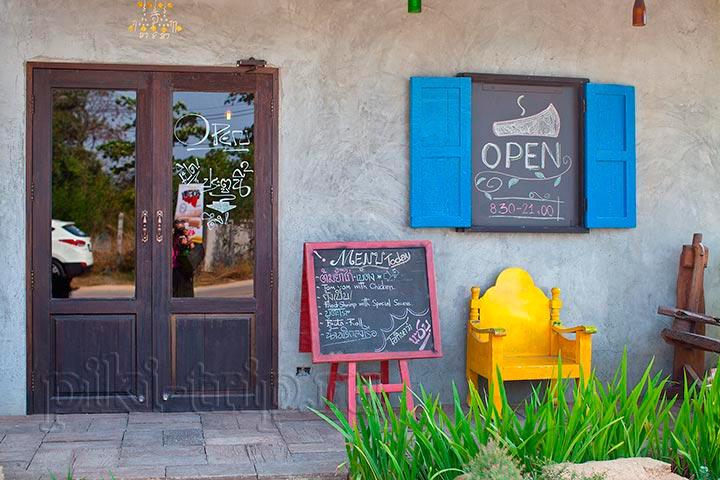 Кафе как картинка - яркие краски, сочные цвета!