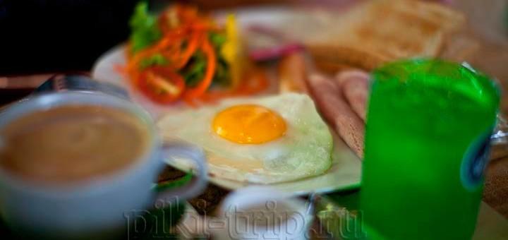 завтрак в Паттайе на сои Ват Бун фото