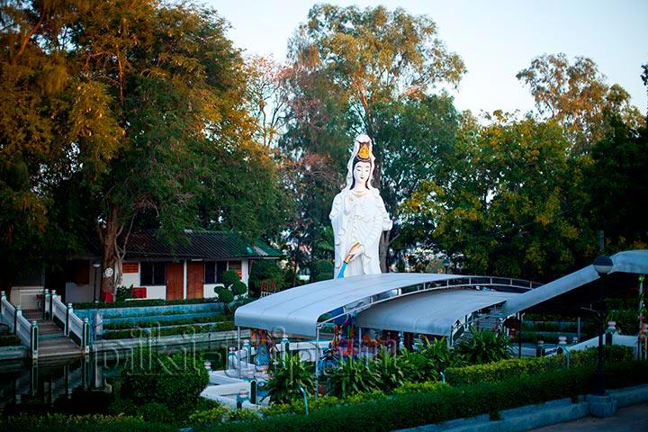 Китайский парк рядом с холмом Большого Будды, а также популярное место для пробежек и занятий спортом в Паттайе