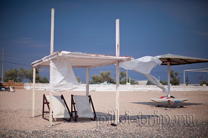 шезлонги и шатер в аренду на пляже номер один
