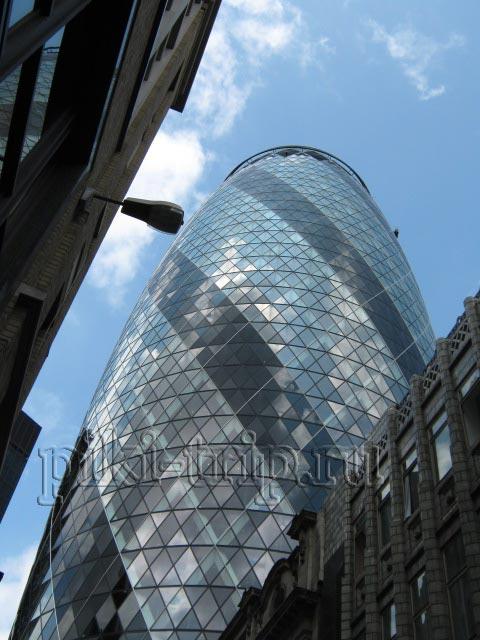 "Лондон Сити: башня, известная как ""Cucumber (огурец)"" (фото)"