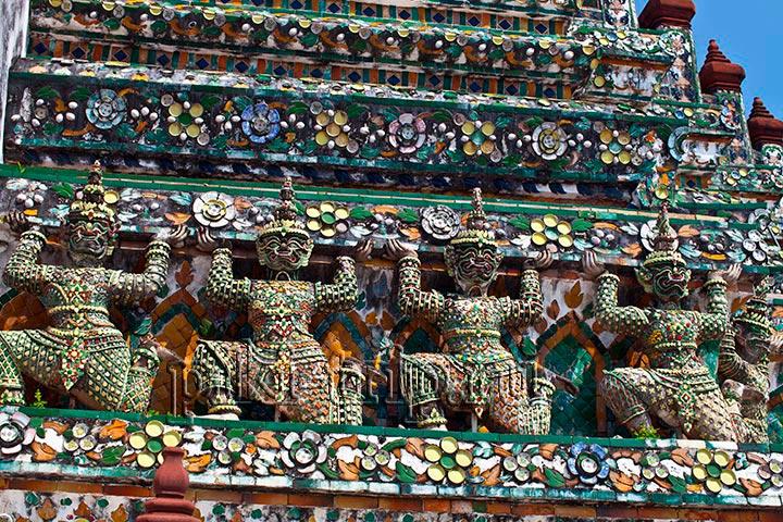 демоны держат своды храма Ват Арун и охраняют его