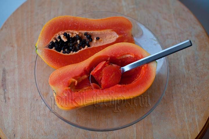 очищенную от косточек папайю можно есть просто ложкой