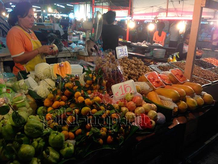 папайя на рынке в Паттайе