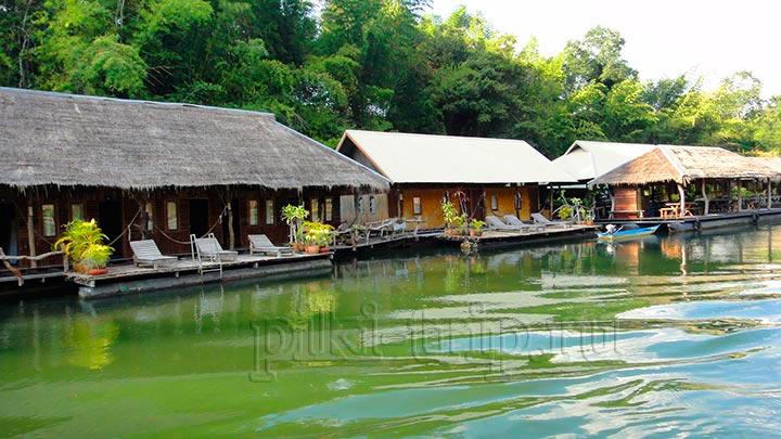квай гостиница на плоту на реке