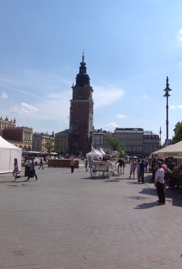 Башня ратуши на центральной площади Кракова (фото)