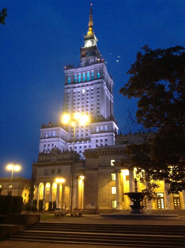 Варшава: Дворец культуры и науки вечером (фото)
